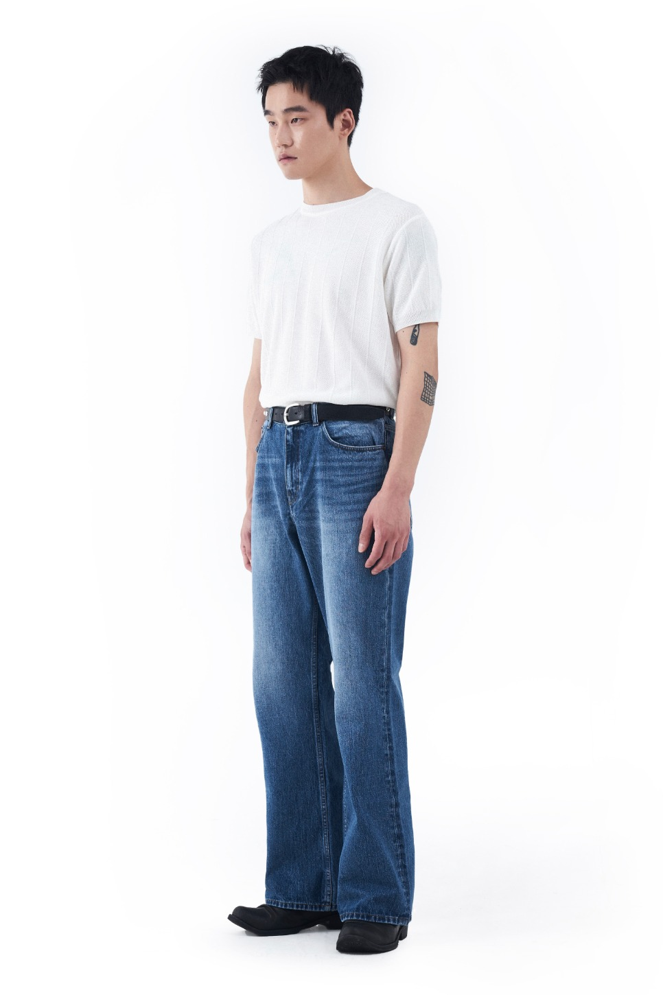 LOREM IPSUM로렘입숨 Washed Flared Denim