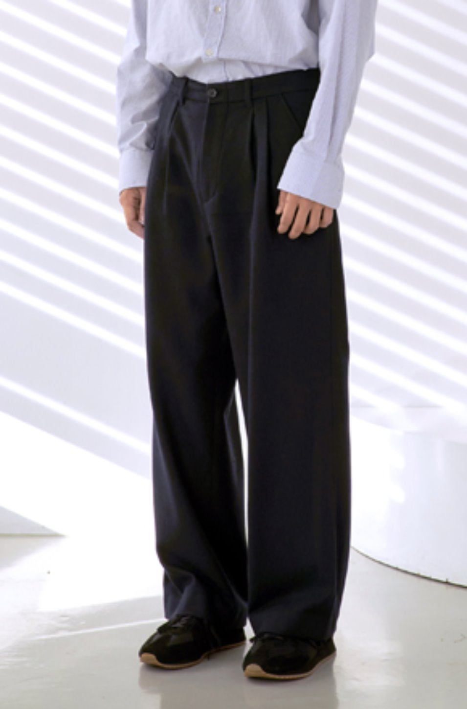 NOUN노운 back pocket wide wool pants (navy)